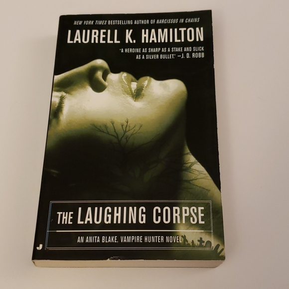 📚 5/$20 Laurell K. Hamilton, The Laughing Corpse